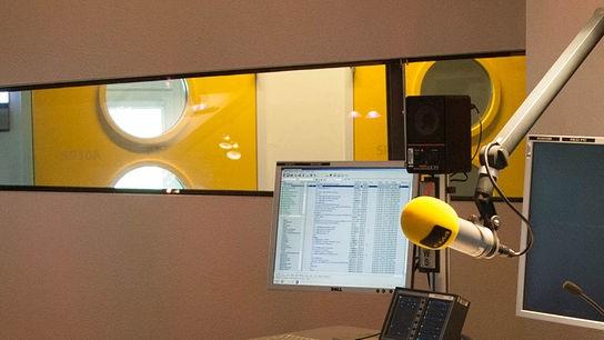 Das Logo von FM4 im Studio
