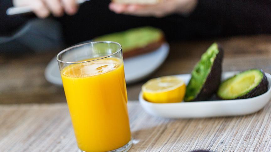 Falsche Erwartungen – wie gesund sind Smoothies? Avokado Ernährung Essen Fruchtsaft Frühstück Lebensmittel Smoothie gesund