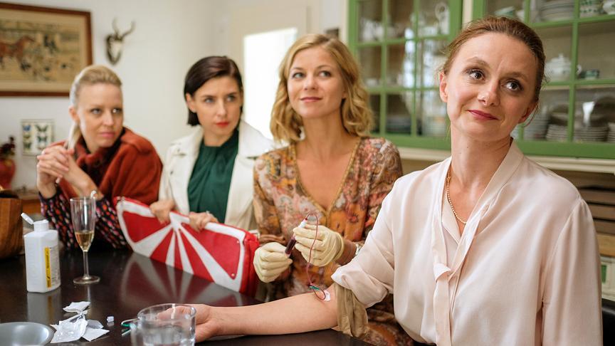 """Die """"Vorstadtweiber"""" - Dreharbeiten: Nina Proll (Nicoletta Huber), Martina Ebm (Caroline Melzer), Hilde Dalik (Vanessa), Gerti Drassl (Maria Schneider)"""